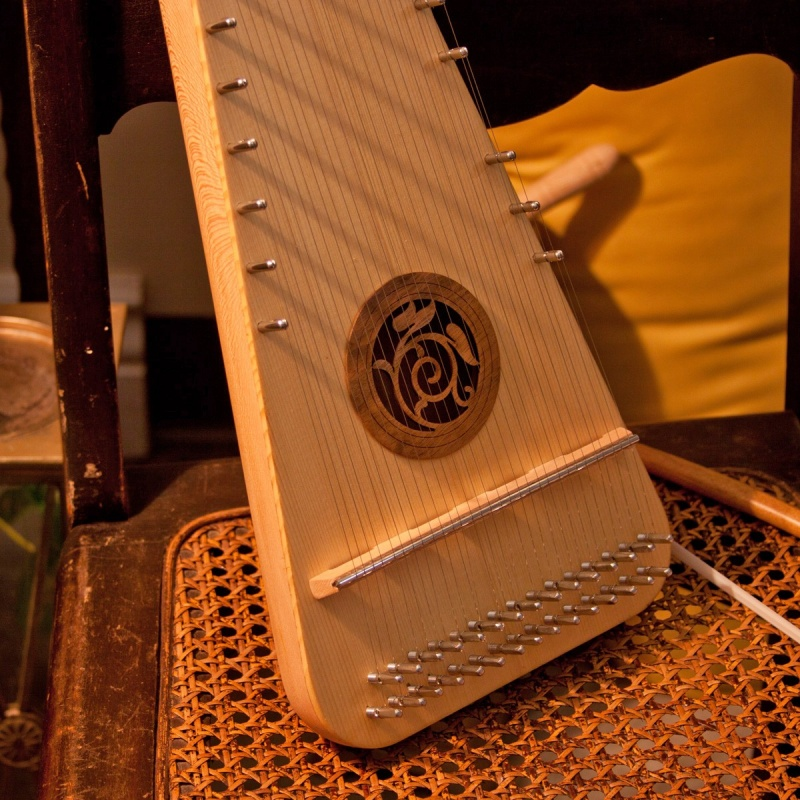 Roosebeck Alto Rounded Psaltery Left-Handed